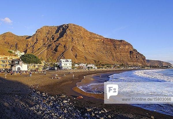 Badestrand in La Playa im Abendlicht  Valle Gran Rey  La Gomera  Kanaren  Spanien  Europa