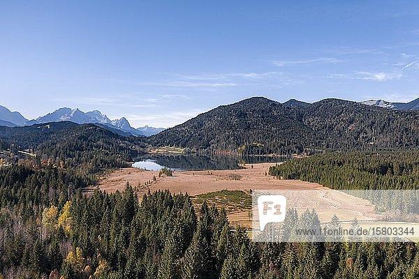 Luftaufnahme  Barmsee bei Krün  Werdenfelser Land  Wettersteingebirge  Oberbayern  Bayern  Deutschland  Europa