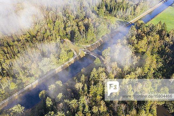 Nebelschwaden über Isar-Loisach-Kanal bei Geretsried  Drohnenaufnahme  Oberbayern  Bayern  Deutschland  Europa