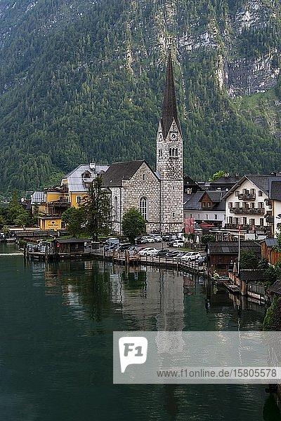 Ortsansicht Hallstatt mit Kirche  Hallstätter See  Salzkammergut  Kulturlandschaft Hallstatt-Dachstein SalzkammergutOberösterreich  Österreich  Europa