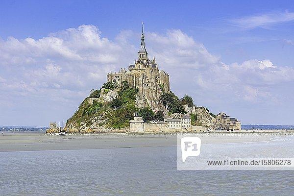 Blick auf den Mont-Saint-Michel  Département Ille-et-Vilaine  Frankreich  Europa