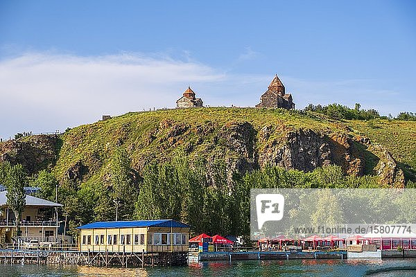 Armenische orthodoxe Kirche Sevanavank über dem Sevan See  Sevansee  Armenien  Asien