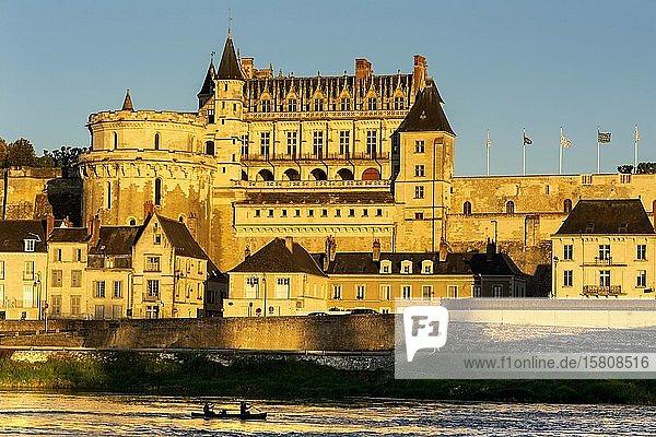 Renaissance-Schloss von Amboise bei Sonnenuntergang  Loire-Tal  Unesco-Weltkulturerbe  Département Indre et loire  Centre-Val de Loire  Frankreich  Europa