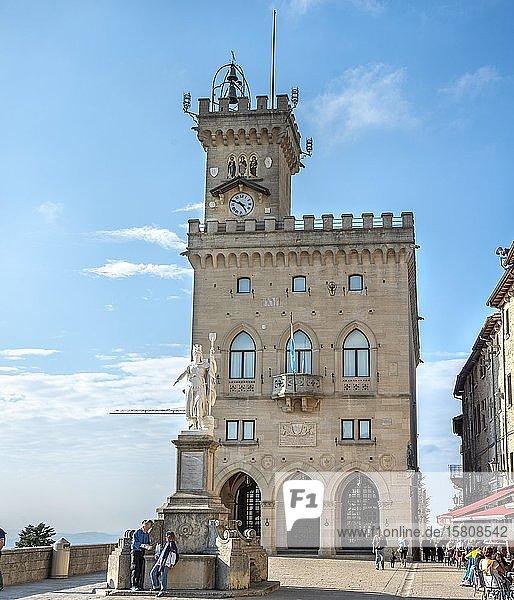 Regierungspalast und Rathaus  Palazzo Pubblico Governo  Piazza della Liberta  Stadt San Marino  San Marino  Europa