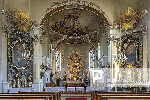 Innenraum mit Hauptaltar und Seitenalären  barocke Wallfahrtskirche Maria Vesperbild  Ziemetshausen  Günzburg  Schwaben  Bayern  Deutschland  Europa