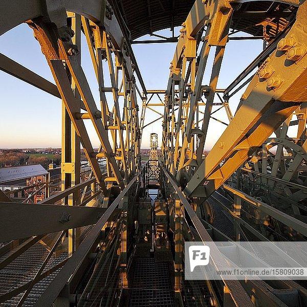 Blick von dem Fördergerüst Schacht II auf das Fördergerüst Schacht IV  Zeche Zollern II/IV  Dortmund  Ruhrgebiet  Nordrhein-Westfalen  Deutschland  Europa
