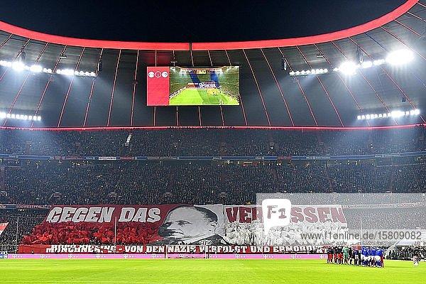 Fanchoreographie gegen das Vergessen zum Gedenken an die Befreiung des Nazi-Konzentrationslagers Auschwitz vor 75 Jahren  Allianz Arena  München  Bayern  Deutschland  Europa