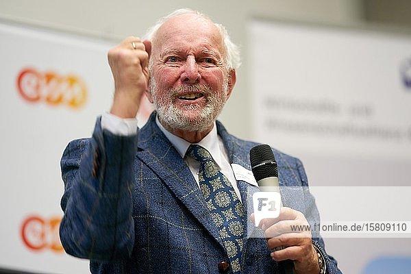 Der deutsche Physiker und Politiker Ernst Ulrich von Weizsäcker spricht beim Aktionstag Wir sind dran an der Hochschule Koblenz  Rheinland-Pfalz  Deutschland  Europa