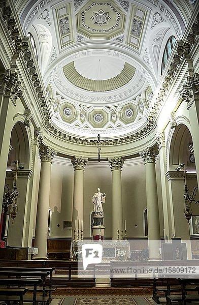 Hauptaltar  Basilika San Marino  Innenaufnahme  San Marino Stadt  San Marino  Italien  Europa