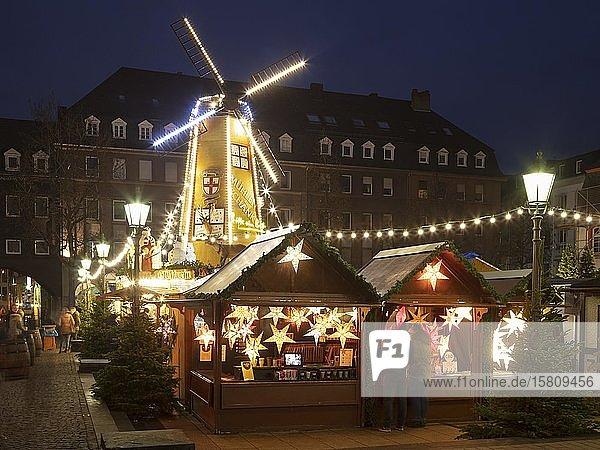 Weihnachtsmarkt am Münzplatz  Koblenz  Rheinland-Pfalz  Deutschland  Europa