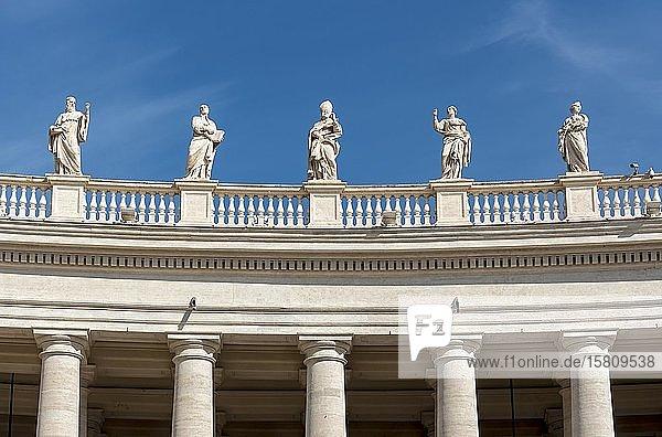 Statuen des heiligen Benedikt  des heiligen Ignatius Loyola  des heiligen Remigius  der heiligen Apollonia und der heiligen Balbina  Petersplatz  Vatikan  Rom  Italien  Europa