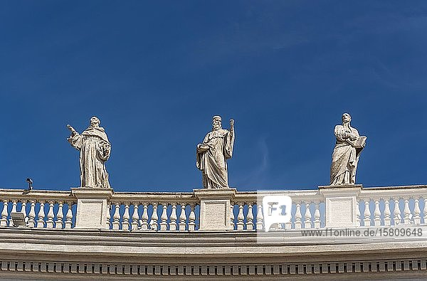 Statuen der Heiligen Bernhard  Benedikt und Ignatius Loyola  Petersplatz  Vatikan  Rom  Italien  Europa