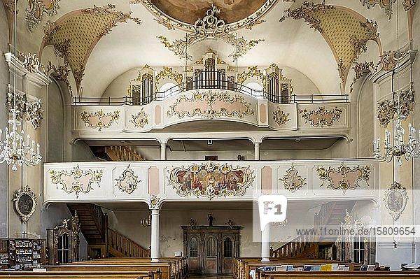 Doppelempore mit Orgel  barocke Wallfahrtskirche Maria Vesperbild  Ziemetshausen  Günzburg  Schwaben  Bayern  Deutschland  Europa