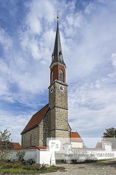 Spätgotische Kirche St. Jakobus der Ältere  Rabenden  Altenmarkt an der Alz  Chiemgau  Oberbayern  Bayern  Deutschland  Europa