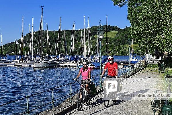 Couple with electric bikes at Lake Mattsee  Salzburg Lake District  Salzburg Land  Austria  Europe