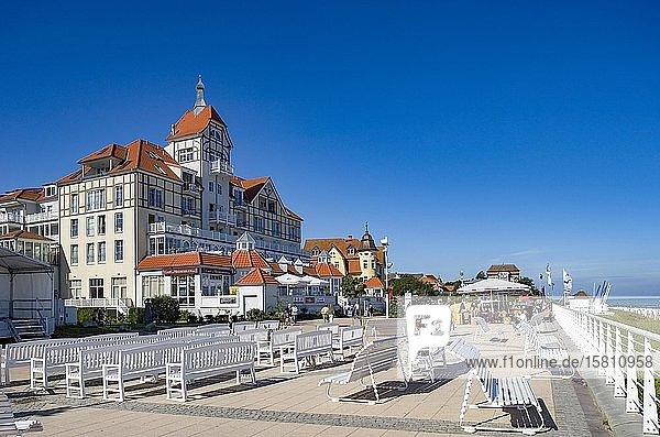 Hotel in the style of seaside resort architecture  Promenade  Baltic resort Kühlungsborn  Mecklenburg-Vorpommern  Germany  Europe