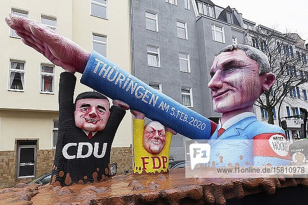 AfD-Fraktionschef Björn Höcke hebt Arm zum Hitlergruß  gestützt von Thomas L. Kemmerich von der FDP und CDU-Chef Mike Mohring  Mottowagen von Jacques Tilly gegen Rechtsextremismus  Rosenmontagszug 2020  Düsseldorf  Nordrhein-Westfalen