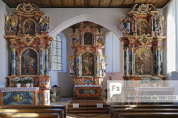 Altäre in Burgkirche St. Michael nahe Schöllang  bei Oberstdorf  Oberallgäu  Allgäu  Schwaben  Bayern  Deutschland  Europa
