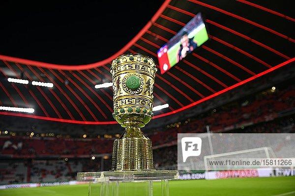 Original DFB-Pokal  Trophäe  Allianz Arena  München  Bayern  Deutschland  Europa