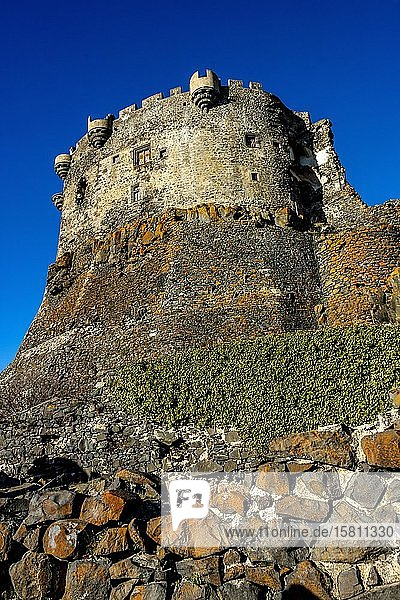 Mittelalterliches Schloss Murol  Departement Puy de dome  Regionaler Naturpark der Vulkane der Auvergne  Auvergne-Rhone-Alpes  Frankreich  Europa