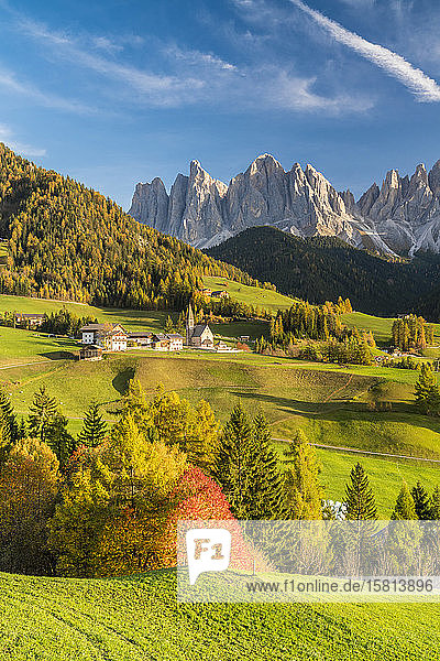Sunset over the Odle Group and village of Santa Magdalena in autumn  Funes Valley  Dolomites  Bolzano  South Tyrol  Italy  Europe
