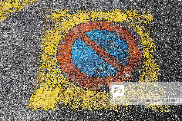 Frankreich  Keine Parkplatzmarkierung
