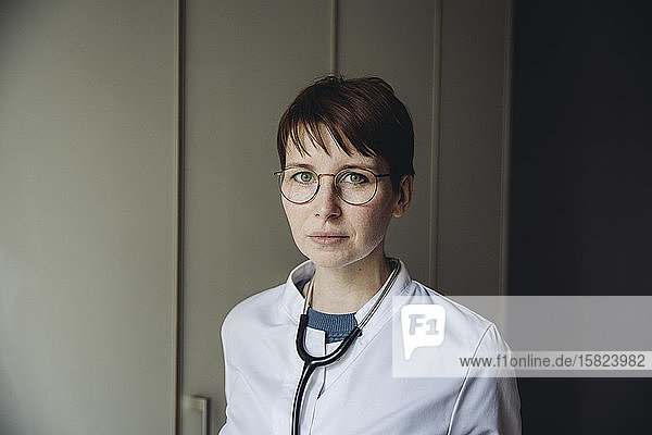 Portrit of female doctor with stethoscope