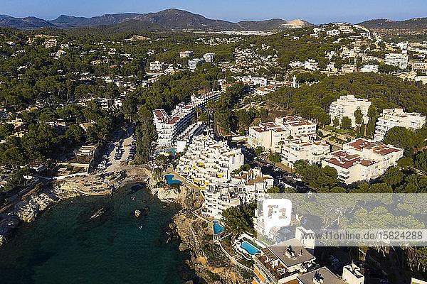 Spanien,  Balearen,  Costa de la Calma,  Luftaufnahme der Küstenstadt im Sommer