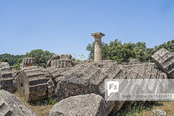Griechenland  Olympia  Ruinen des antiken Zeustempels