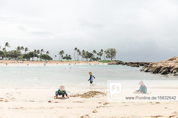 toddlers playing pin the beach in Hawaii