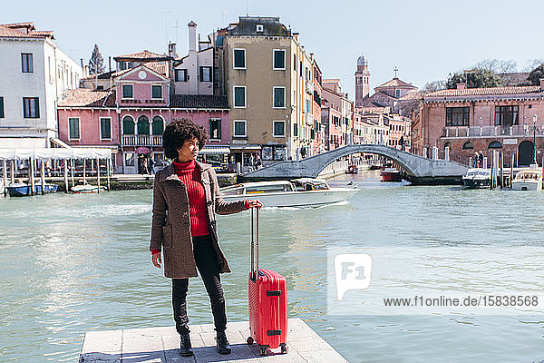 Junge Touristin auf Urlaubsreise