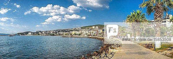 Damm der Stadt Kusadasi in der Türkei