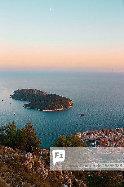 Draufsicht auf die Insel Lokrum von der Seilbahn Dubrovnik