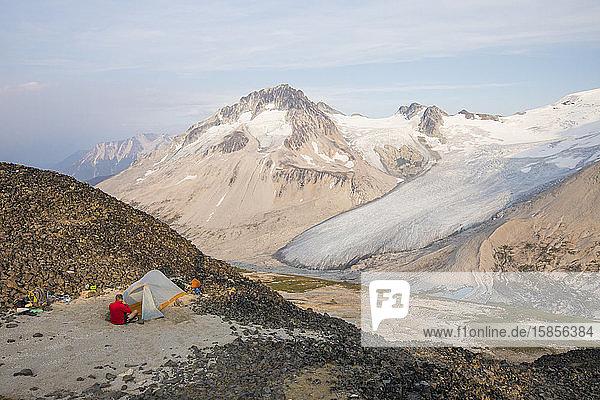 Camping auf dem Gipfel eines Berges.