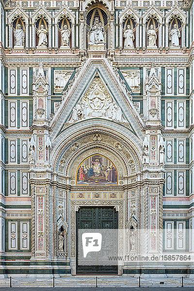 Fassade der Kathedrale von Florenz (Duomo di Firenze)  Florenz  Toskana  Italien