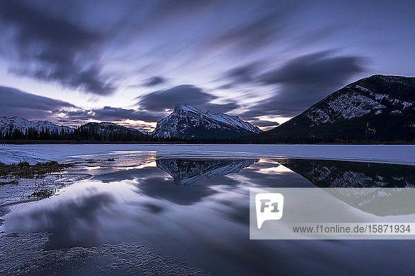 Mount Rundle and Vermillion Lakes at sunrise  Banff National Park  UNESCO World Heritage Site  Alberta  Canadian Rockies  Canada  North America