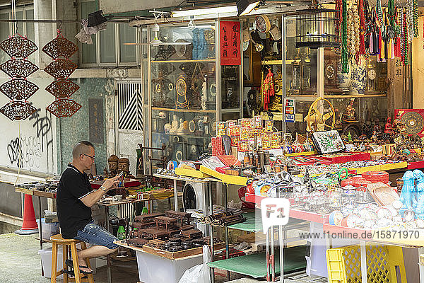 Stall at Cat Street Antiques Market  Central  Hong Kong  China  Asia