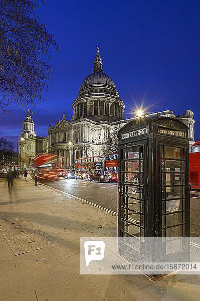 St. Paul's Cathedral at dusk  London  England  United Kingdom  Europe