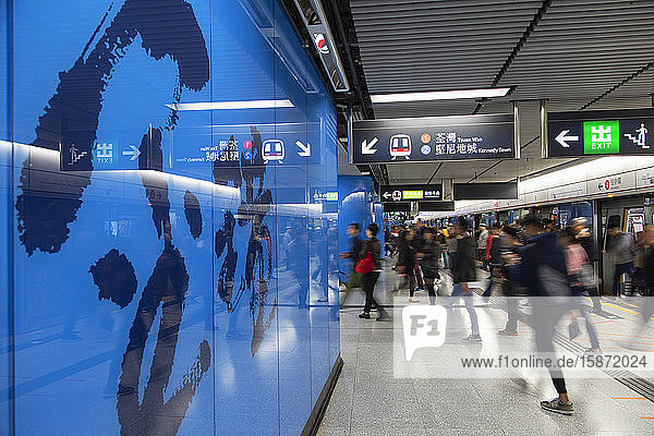 People on Admiralty MTR Station platform,  Admiralty,  Hong Kong Island,  Hong Kong,  China,  Asia