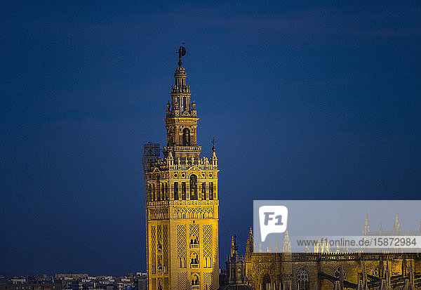 Spain  Seville  Giralda and Catherdral of Seville  Giralda and Cathedral of Seville