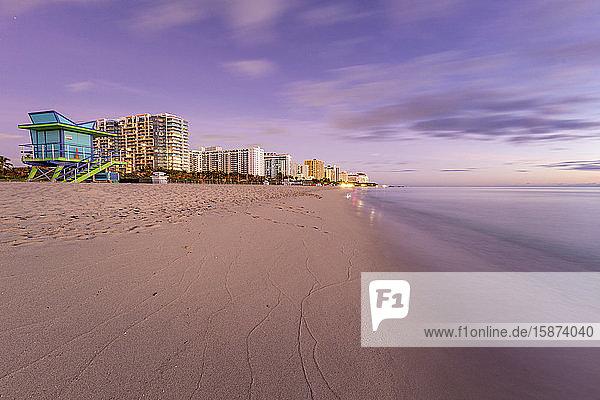 USA  Florida  Miami  Lifeguard hut and hotels on beach