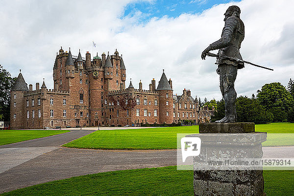 Great Britain  Scotland  Fife area  Angus  the Glamis castle  childhood home of the Queen Elizabeth. In the foreground the King Charles II statue.