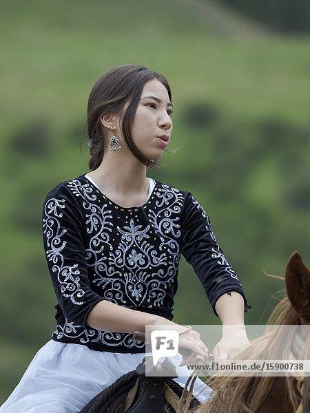 Kyz kuumai  bridegroom chasing the bride  a traditional equestrian sport. Folk Festival commemorating the origin myth the Tien Shan Maral (Tian Shan wapiti)  an origin myth of the Kyrgyz tribes. Near Tasch Baschat  Naryn region. Asia  Central Aisa  Kyrgyzstan