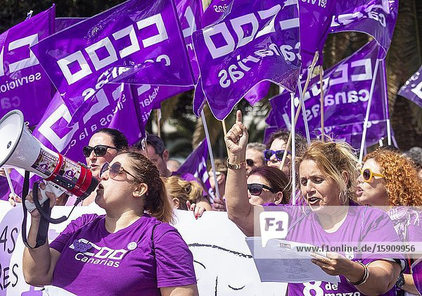 Las Palmas  Gran Canaria  Canary Islands  Spain. 8th March 2020. Thousands turn out for International Women's day march in Las Palmas  the capital of Gran Canaria.
