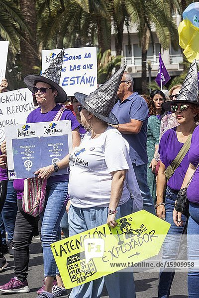 Las Palmas  Gran Canaria  Canary Islands  Spain. 8th March 2020. 'Las Kellys' (chambermaids  hotel cleaners.) join the march as thousands turn out for International Women's day march in Las Palmas  the capital of Gran Canaria.