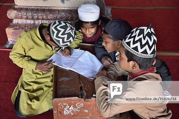 India  Madhya Pradesh  Bhopal  Taj-ul-Masajid mosque (Crown of the Mosques)  Muslim children studying the Quran.