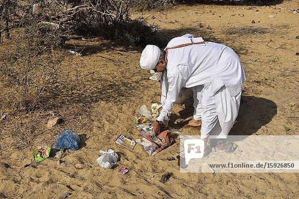 India  Rajasthan  Jodhpur region  Bishnoi activist Khamu Ram picking up garbage.