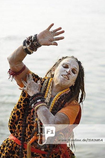 India  Uttar Pradesh  Varanasi  Shivaite woman sadhu preaching.