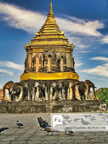 Stupa at Wat Chiang Man with pigeons  Chiang Mai  Thailand.