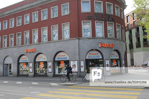 Zürich/Switzerland: The Commerce at 'Badenerstrasse' like elswhere has come to a still stand. The Lockdown will step by step untightend in may and june.
